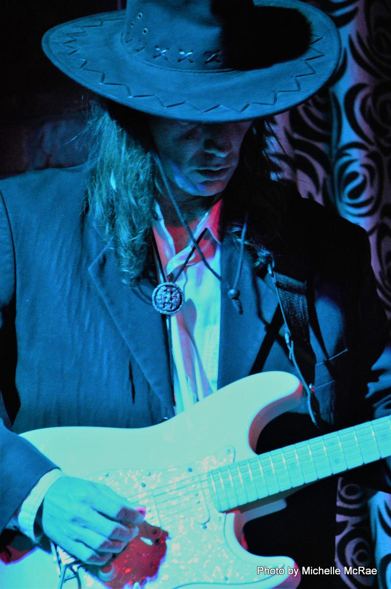 Deane Hunter – Shaken Not Stirred at Roomfulla Blues 15 Dec 2016